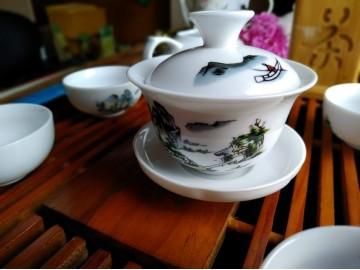 Гайвань-посуда для традиционного китайского чаепития.